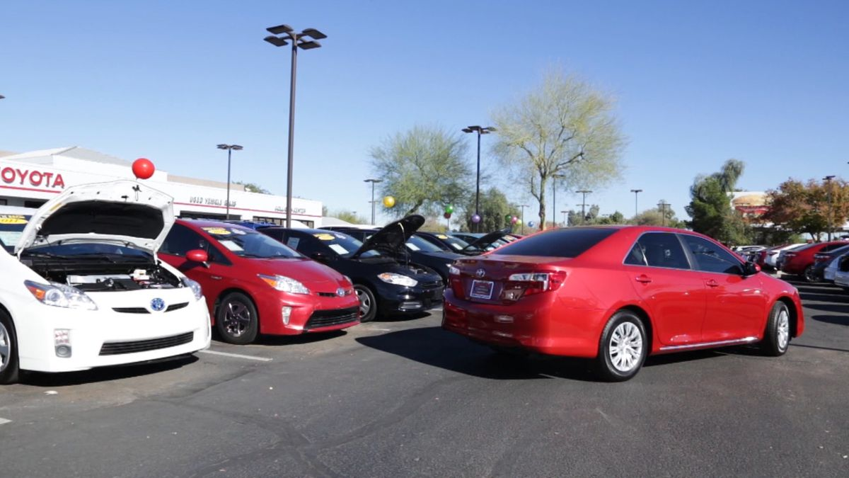 Consumer Reports says you can find some great deals on good used cars. (Consumer Reports)