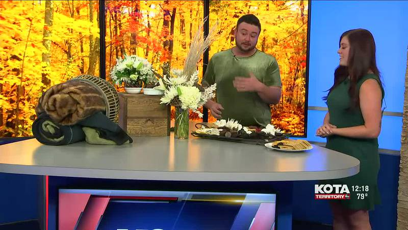 Justin Straw Designs creates a hot chocolate charcuterie board perfect for Fall parties
