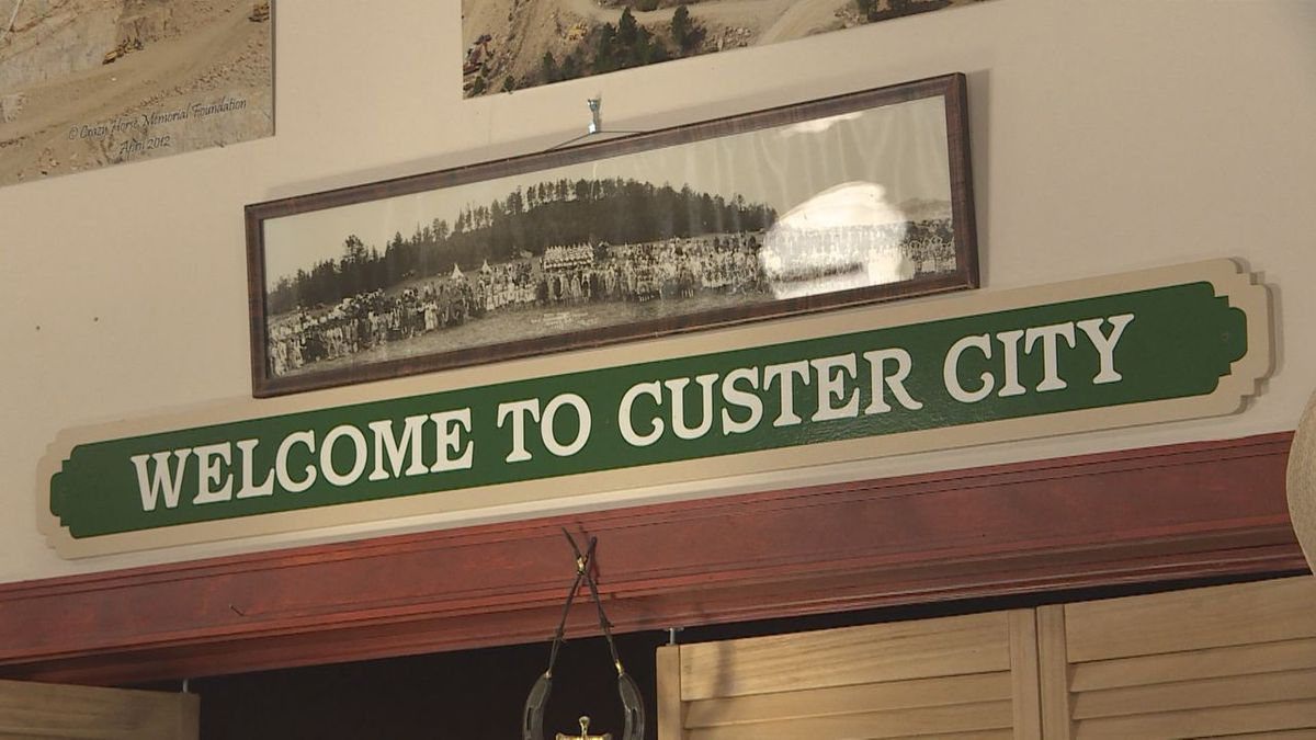 A Custer sign at the Chamber of Commerce.