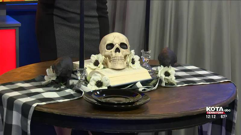 Switching from Fall decor to Halloween decor in a few simple steps
