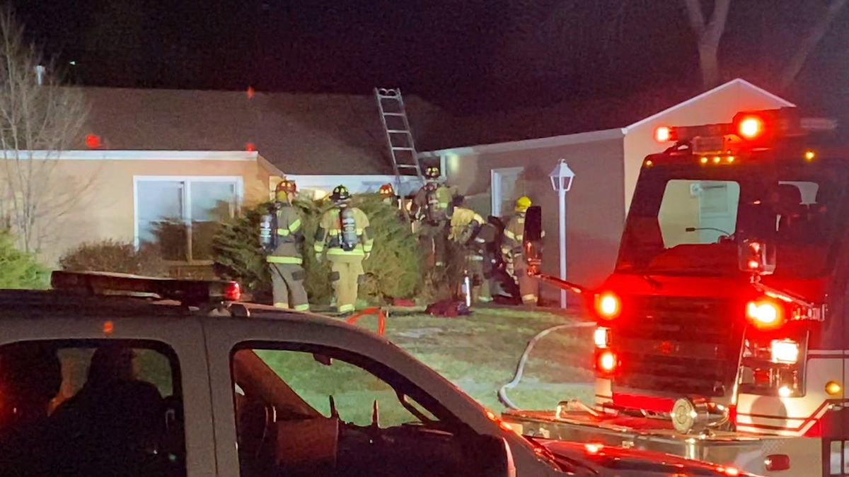 Neighbor's quick-thinking alerts agencies to house fire