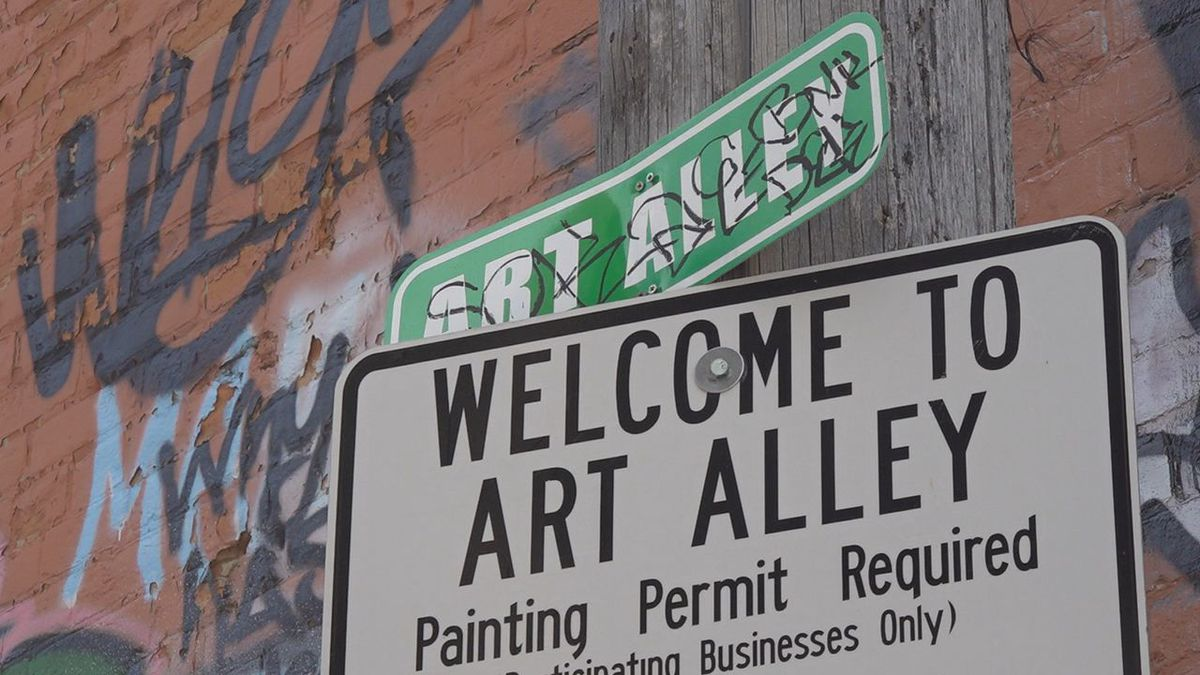 A sign posted right at the start of Art Alley.
